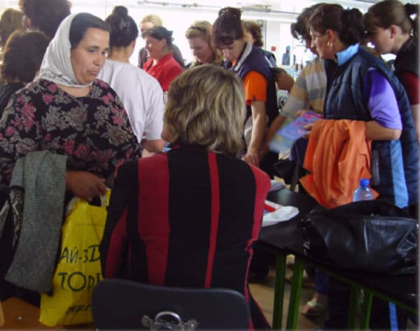 Women's Health Initiative project team provides health information to women in the community
